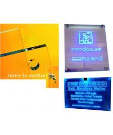 Targa in plexiglass trasparente forate e lucidate